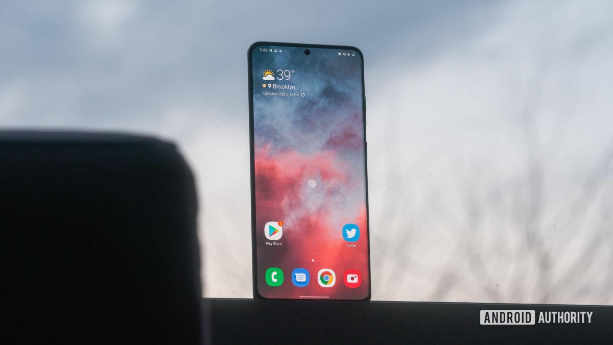 Экран Samsung Galaxy S20 Ultra в окне 1
