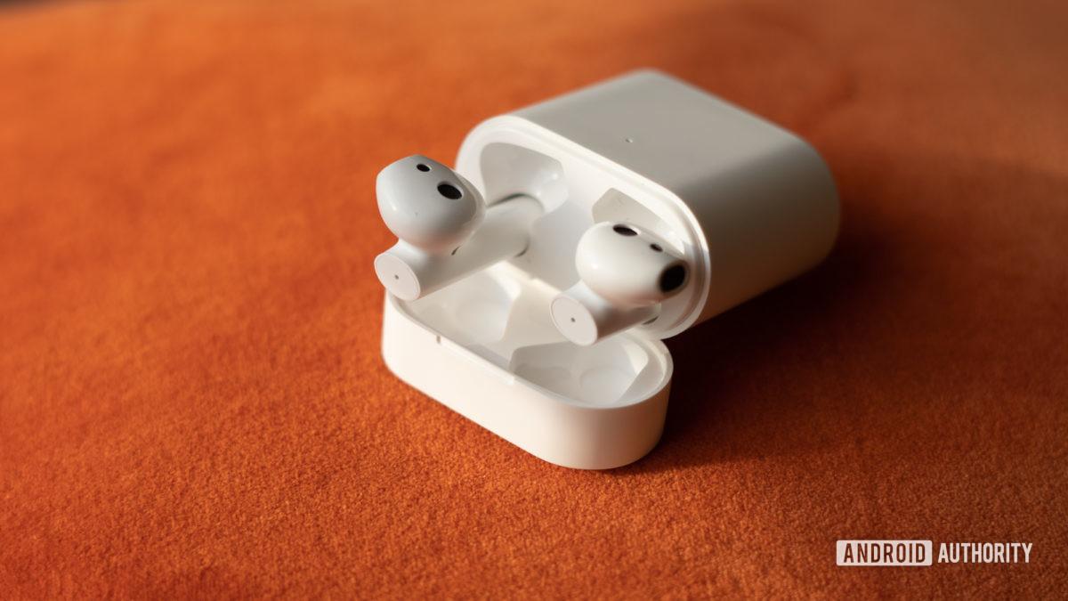 Изображение наушников Xiaomi True Wireless Earphones 2 на случай