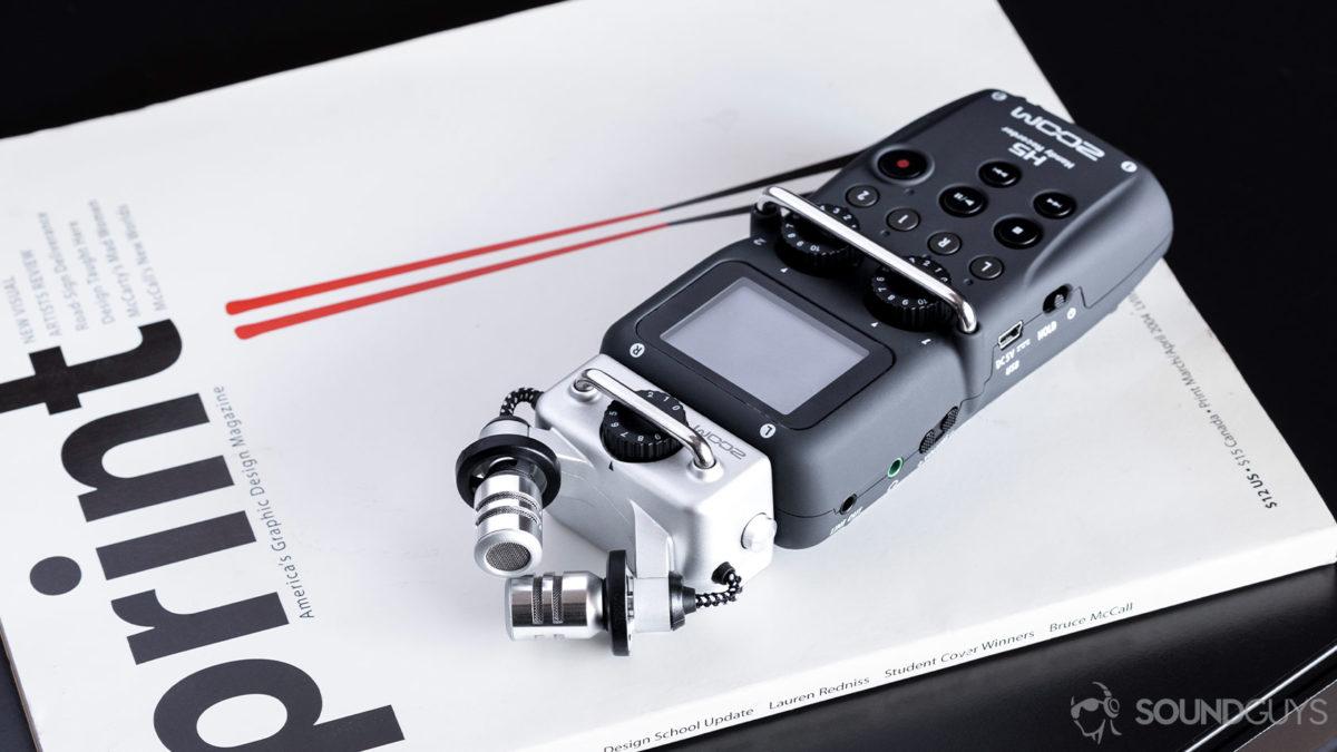 Изображение диктофона Zoom H5 в журнале.
