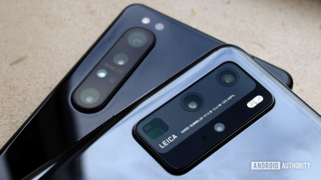 Sony Xperia 1 II против камеры Huawei P40 Pro 3