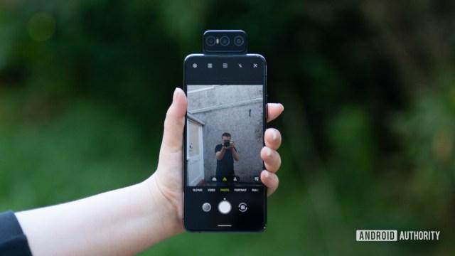 Asus Zenfone 7 Pro делает селфи