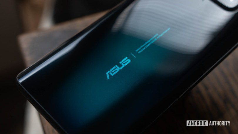 Asus Zenfone 7 Pro focused on the asus logo