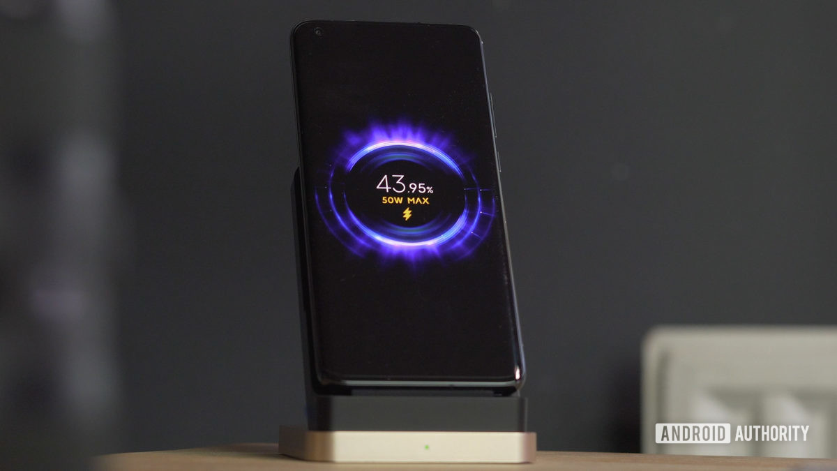 Xiaomi Mi 10 Ultra fast wireless charging screen