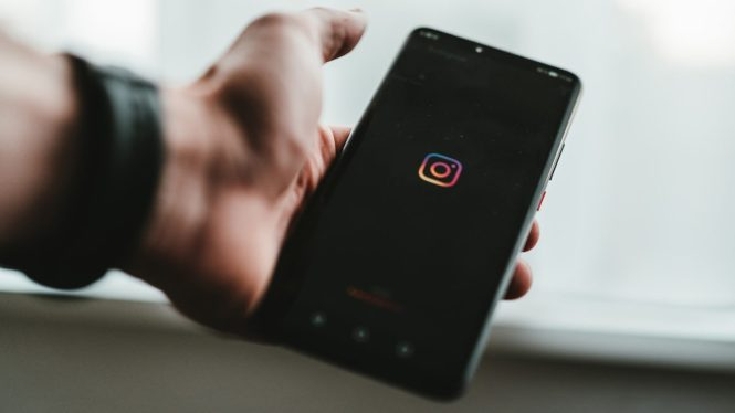 instagram logo on android