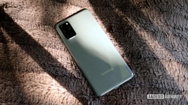 Samsung Galaxy S20 Plus сзади