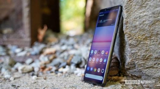 Sony Xperia 5 II right edge profile