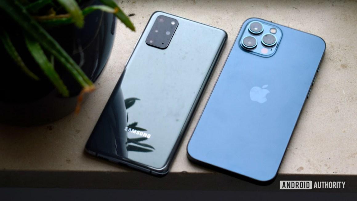 Samsung Galaxy S20 Plus против Apple iPhone 12 Max EOY 2020
