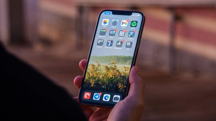 iPhone 12 Pro Max scrolling display 2