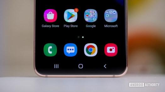 Samsung Galaxy S21 botom half of display