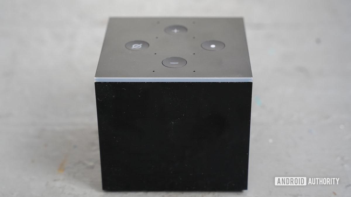O herói do Amazon Fire TV Cube, tiro 1