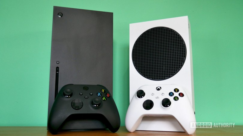 xbox series x vs series s front with controller 3