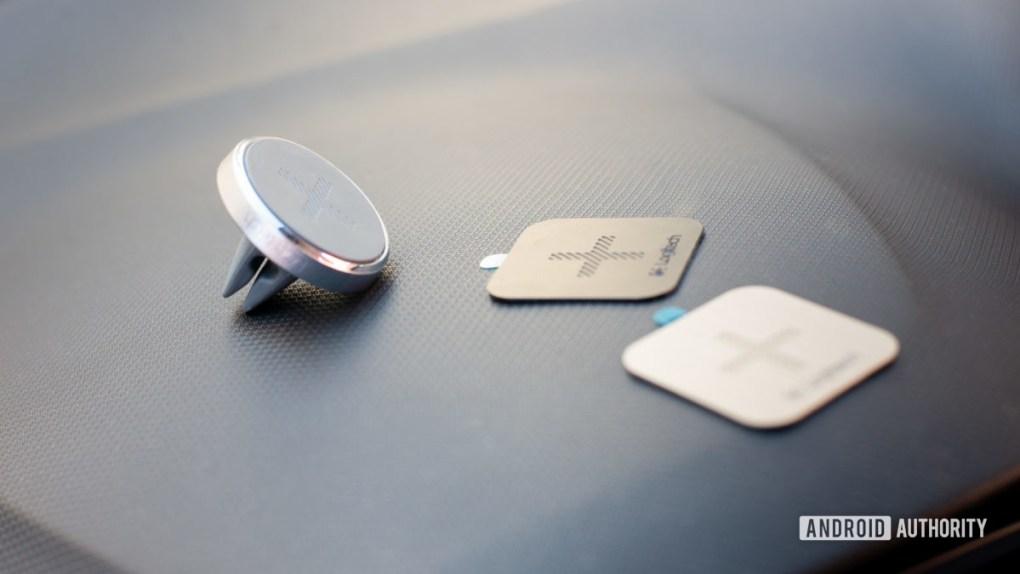 Logitech Plus Trip magnetic car vent mount review 4