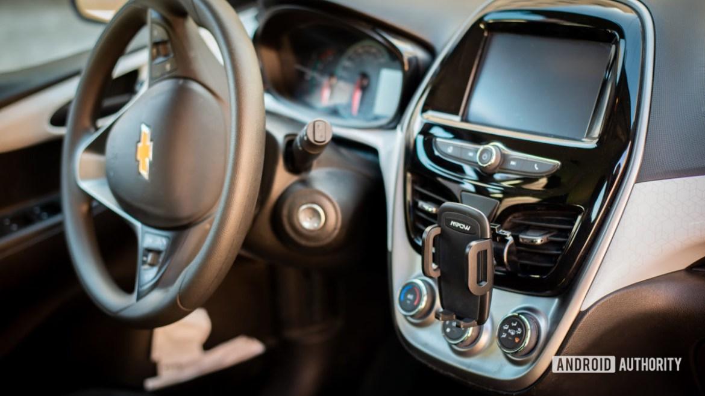 Mpow Air Vent Car Mount Pro review 3