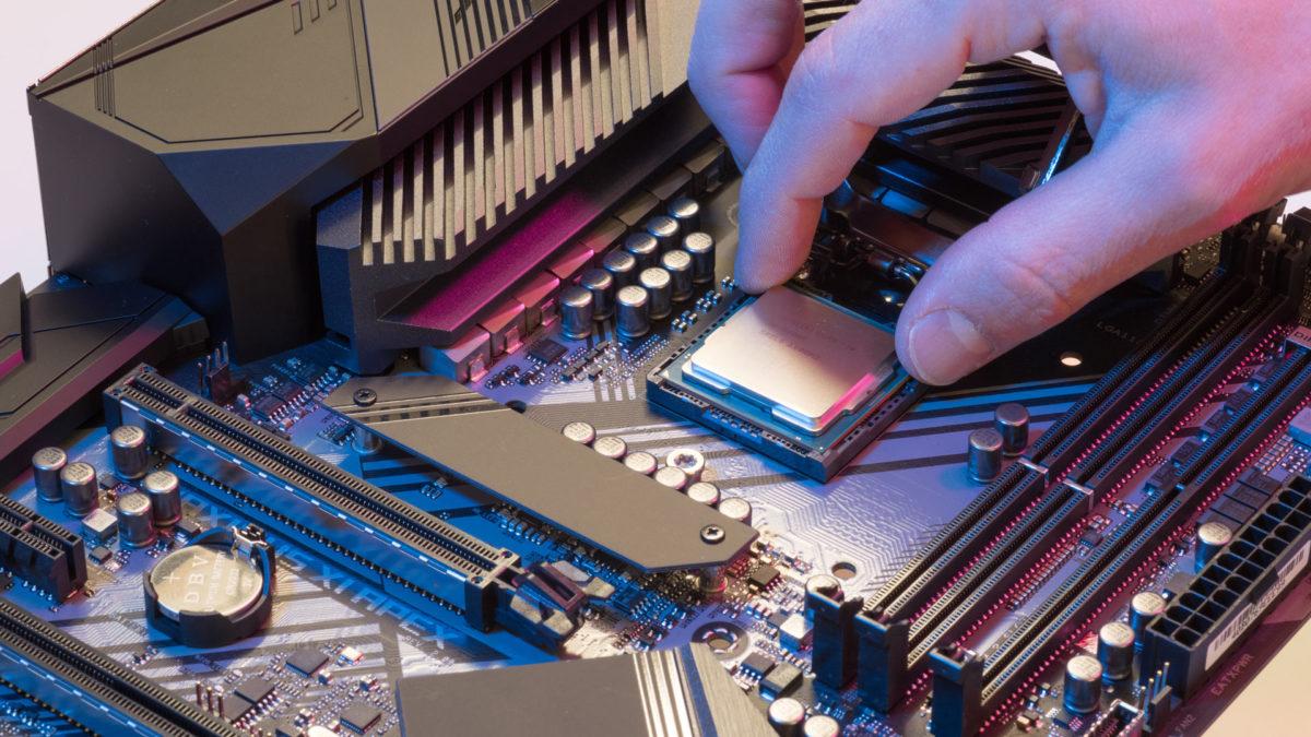Процессор Intel установлен на материнской плате