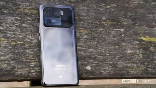 Xiaomi Mi 11 Ultra angled profile