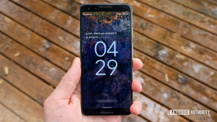 android 12 beta 1 hands on lock screen header image