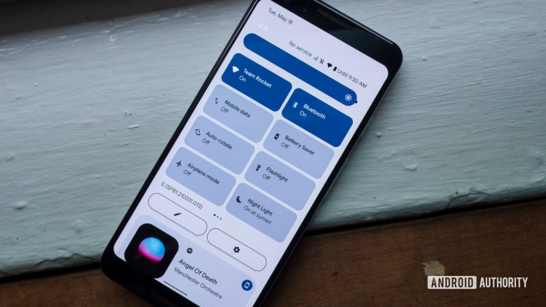 android 12 beta 1 hands on quick settings one swipe down notification panel dark theme 2