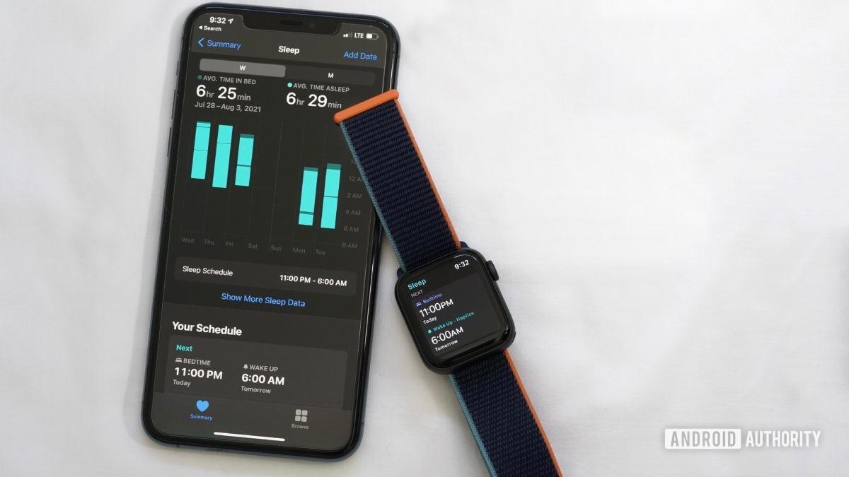 Apple Watch Series 6 и iPhone 11 отображают функции приложения Sleep на Apple Watch