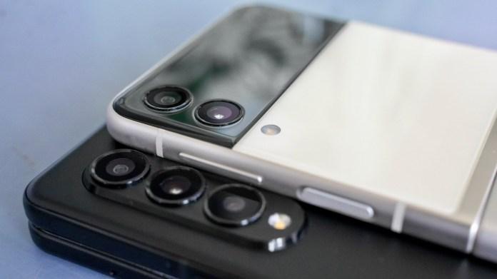 Samsung Galaxy Z Fold vs Z Flip camera closeup 2