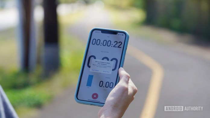 Runner uses Strava's Beacon location sharing to manual text a safety contact.