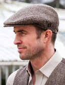 Irish Cab Hat Man Make Monday Not Suck by reviewing movie