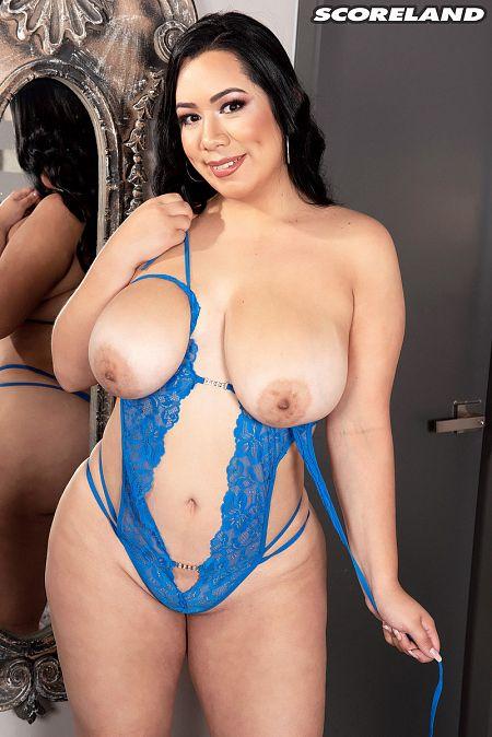 Julia Mendoza: Chica Tetona y Sexy