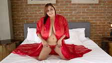 Sofia Damon: Breast-shaking, Bed-busting SCORELAND Cum Show