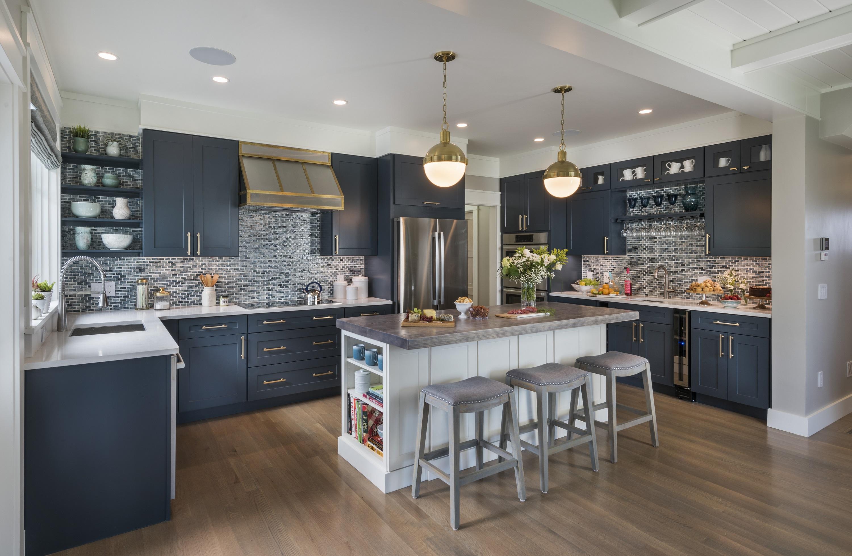 Coastal Kitchen Creates Subdued Sophisticated Nautical