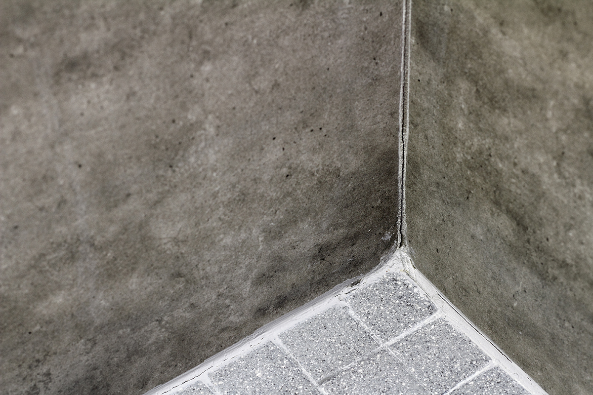 https www jlconline com how to interiors caulk or grout in shower corners o