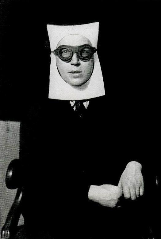 André Breton retratado por Man Ray