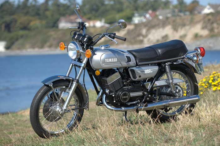 Yamaha RD350b for race-bred two stroke