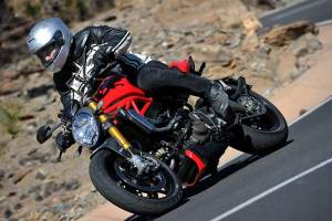 Ducati Monster 1200S 2014 road 2