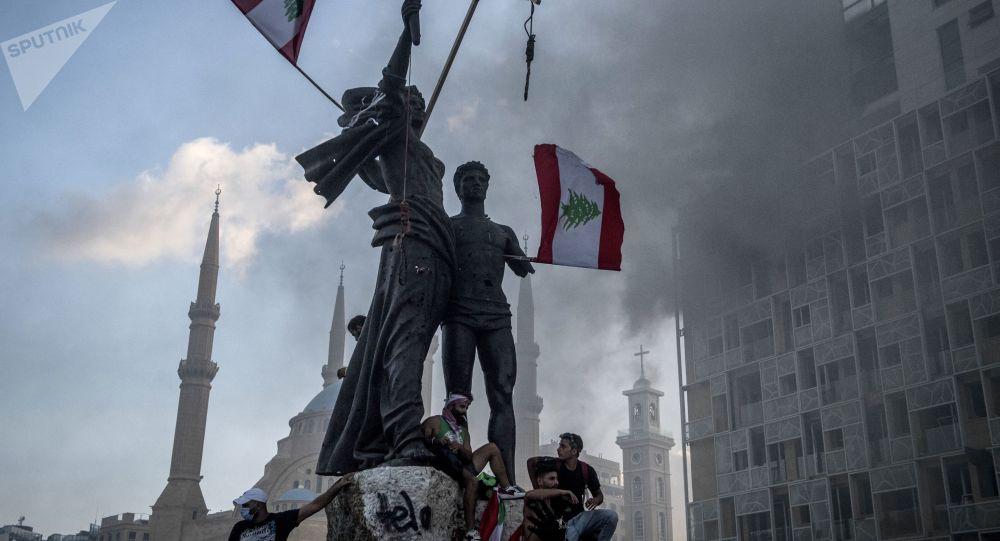 Les manifestants de retour dans les rues de Beyrouth, nouveaux heurts - vidéo