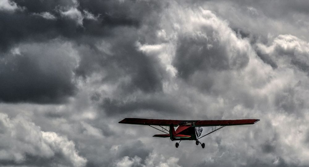 Crash en direct d'un avion russe en pleine voltige aérienne - vidéo