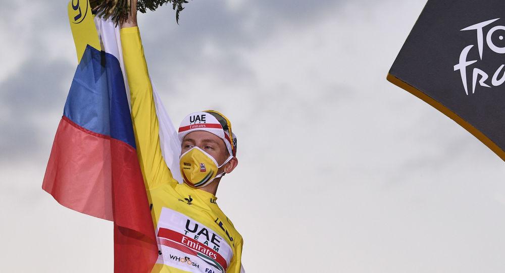 Le Slovène Tadej Pogacar remporte le Tour de France et devient le plus jeune vainqueur depuis 1904