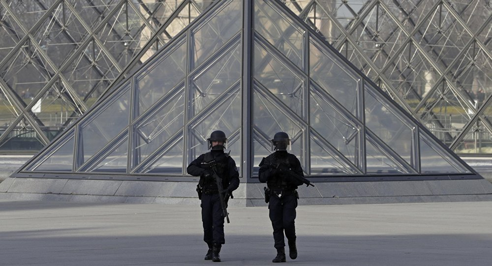 Un syndicat policier fustige les propos «délictueux» d'une starlette des «Marseillais»