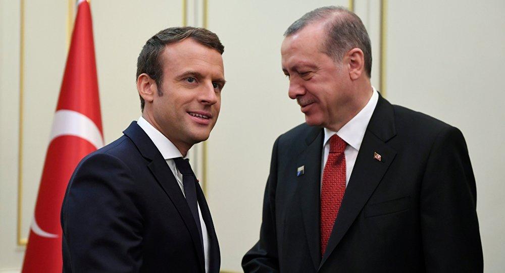 Macron et Erdogan discutent des tensions en Méditerranée et prônent la désescalade
