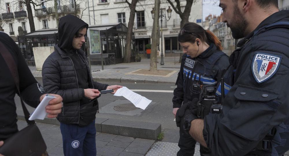Camélia Jordana intervient et perturbe un contrôle de police en plein Paris
