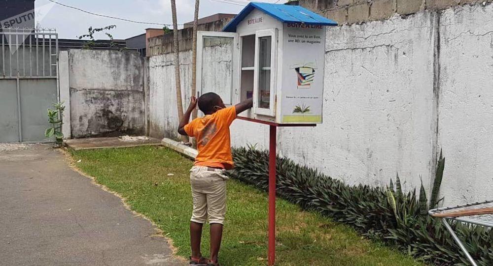 En Côte d'Ivoire, les livres prennent la rue d'assaut – photos