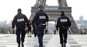 Darmanin demande le retrait de photos de policiers français mises en ligne par un artiste italien