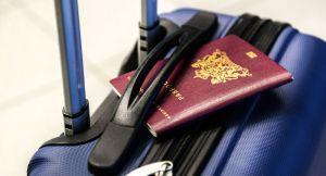 «Le passeport vaccinal est inéluctable pour les voyages», soutient Axel Kahn en parlant déjà de revaccination