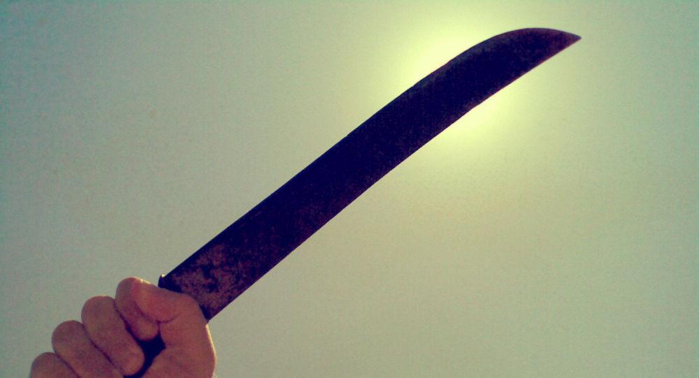 Armés de machettes pour assouvir un fantasme, ils se trompent de maison