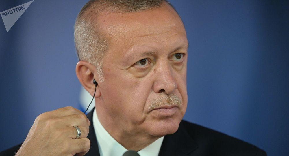 Erdogan accuse Macron de «colonialisme» et de «spectacle» au Liban
