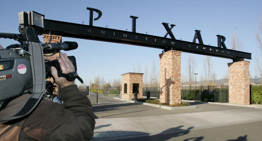 Le premier héros gay de Pixar apparaît sur Disney+ - vidéo