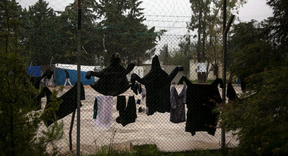 Des affrontements entre police et résidents autour d'un camp de migrants en Grèce font des blessés