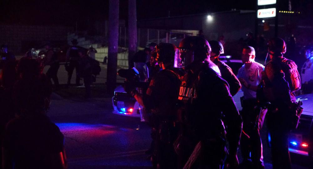 Quatre policiers blessés par balles lors d'émeutes dans le Missouri, un autre touché à la tête à Las Vegas - vidéos