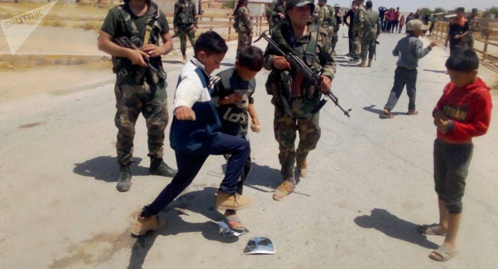 Une patrouille américaine prise pour cible par des enfants en Syrie– vidéo