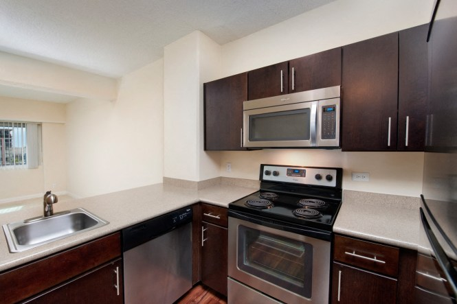 Newly Renovated Apartment Homes At Renaissance Tower Los Angeles Ca