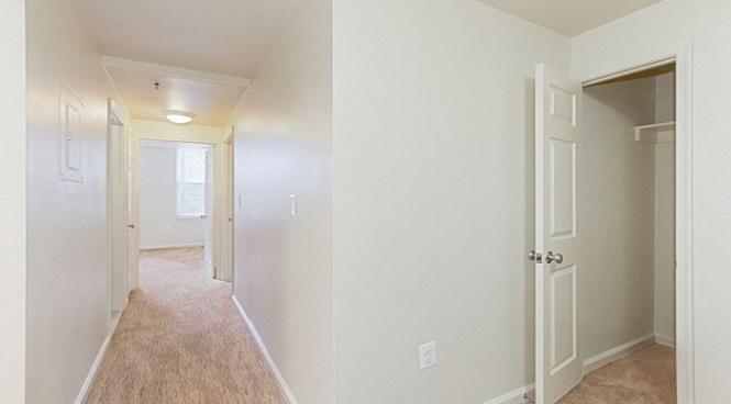 Whitelaw Hotel Apartments Hallway And Closet