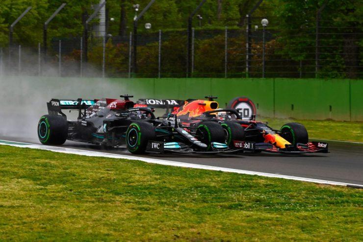 A disputa entre Hamilton e Verstappen é o grande destaque de 2021 até aqui (Crédito: Twitter / Mercedes)